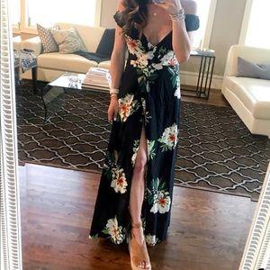 Dresses & Skirts - Black Floral Sundress Size Small